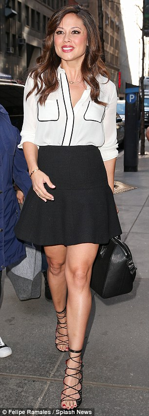 Vanessa Lachey Post Baby Mini Skirt Baby.jpg
